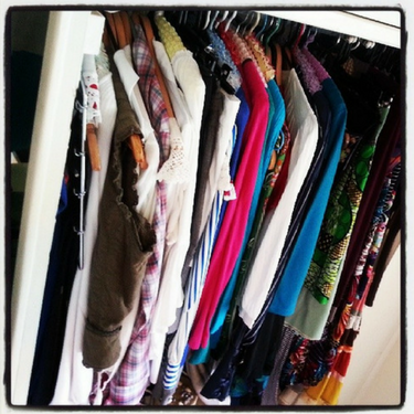 How To Declutter Your Wardrobe In 10 Mins!